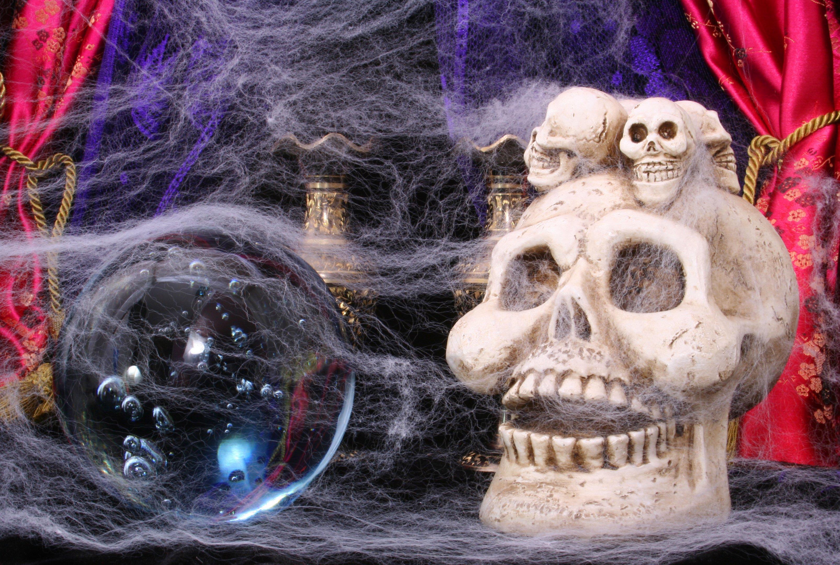 Spooky escape room props
